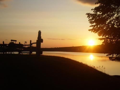 Wschód lub zachód słońca widziany z tego zajazdu
