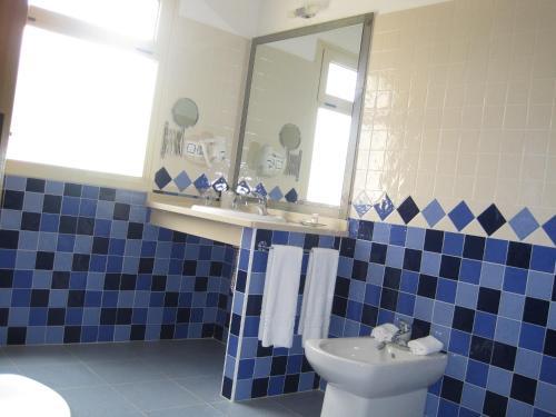 A bathroom at Hotel Sierra Luz