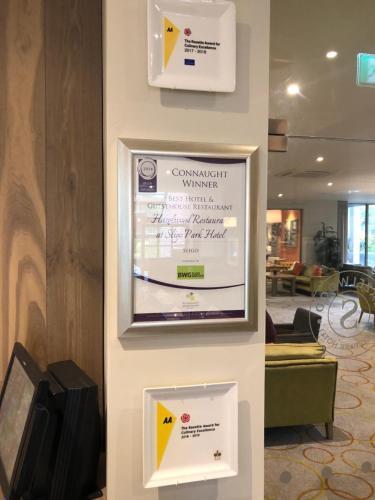 A television and/or entertainment center at Sligo Park Hotel & Leisure Club