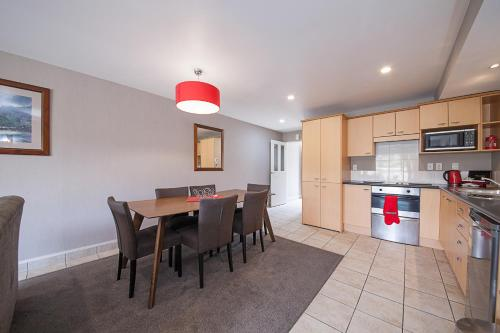 A kitchen or kitchenette at Voyager Apartments Taupo