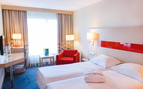 A bed or beds in a room at Park Inn by Radisson Poliarnie Zori
