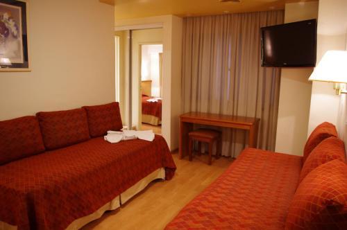 Una cama o camas en una habitación de Hotel Felipe II