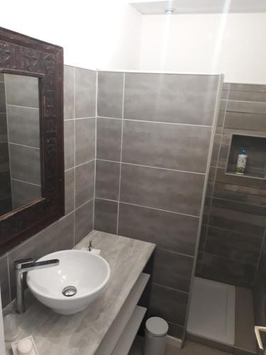 Salle de bains dans l'établissement La Coquille