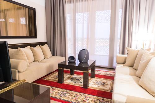 A seating area at Radisson Blu Hotel N'Djamena