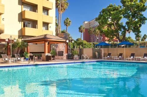 The swimming pool at or close to Four Points by Sheraton Los Angeles Westside