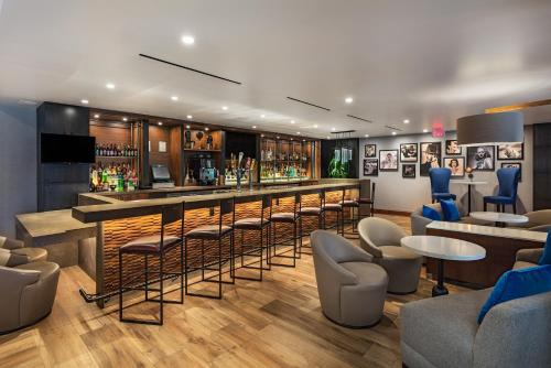 The lounge or bar area at Four Points by Sheraton Los Angeles Westside