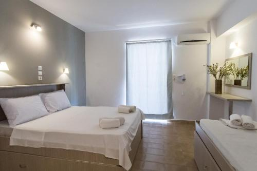 A bed or beds in a room at Zante Plaza Hotel & Apartments