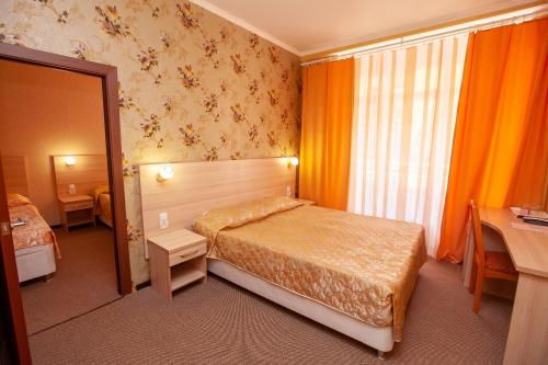 A bed or beds in a room at Sem Admiralov Hotel