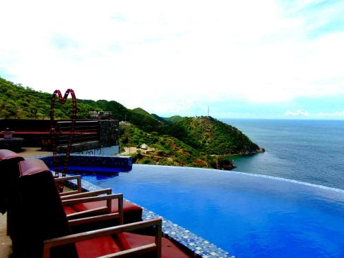The swimming pool at or close to Hotel TNT Mirador