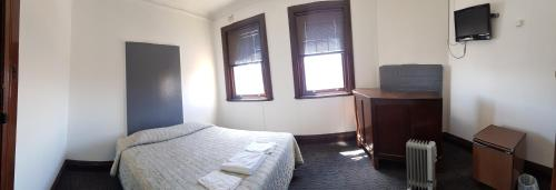 A bed or beds in a room at Exchange Hotel Blayney