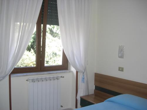 A bed or beds in a room at Hotel Astoria Pompei