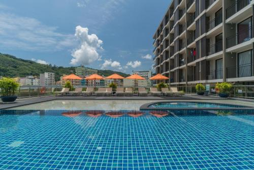 สระว่ายน้ำที่อยู่ใกล้ ๆ หรือใน New Square Patong Hotel