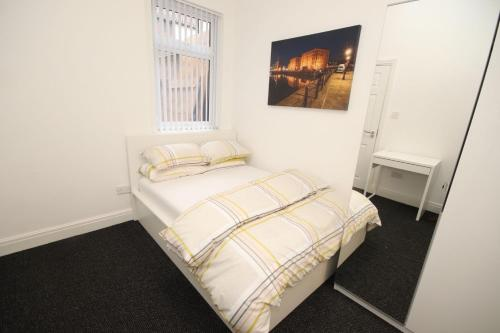 A bed or beds in a room at City pad