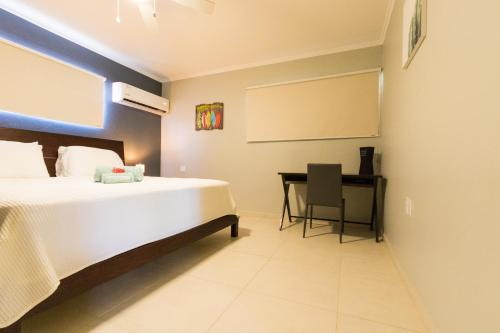 Cama ou camas em um quarto em Little Cactus Apartments Aruba