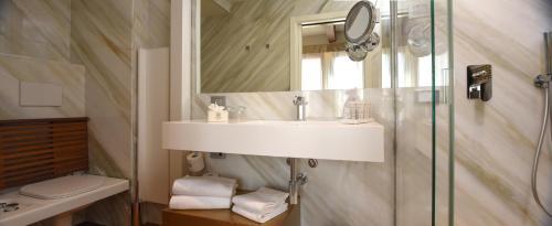 Um banheiro em Santa Croce Boutique Hotel