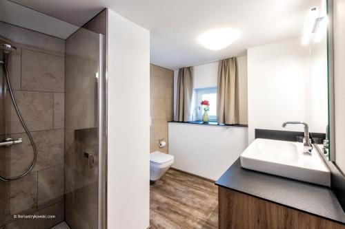 A bathroom at Übernachten in der Tenne