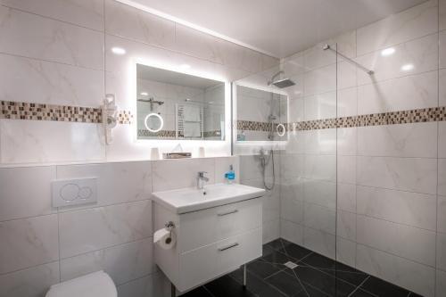 Ein Badezimmer in der Unterkunft Hotel Zum Rosengarten