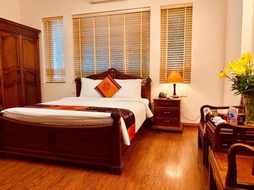 Ein Bett oder Betten in einem Zimmer der Unterkunft Phoenix Palace Hotel Hanoi