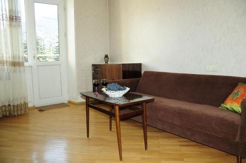 Гостиная зона в MID Apartment