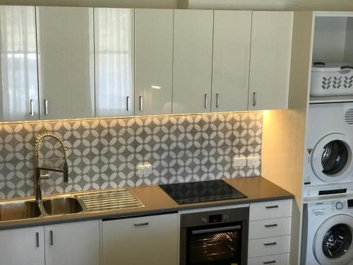 A kitchen or kitchenette at The Botanic Apartments Williamstown