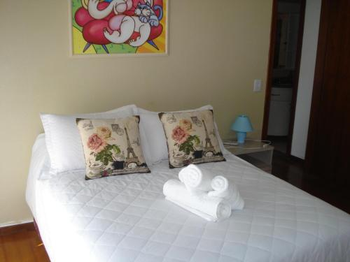 A bed or beds in a room at Ótimo Apto Shopping Iguatemi