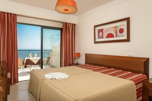 Een bed of bedden in een kamer bij Cerro Mar Atlantico & Cerro Mar Garden