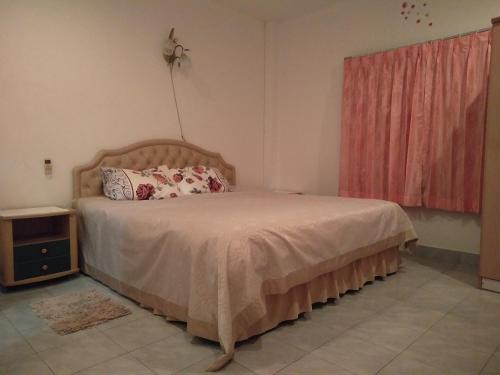 A bed or beds in a room at Suchada Apartment