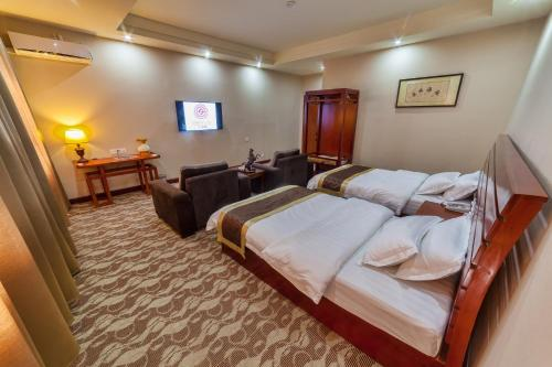 A bed or beds in a room at Hotel Shanghai City
