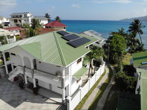 Drake Seaside Studio Apartments с высоты птичьего полета
