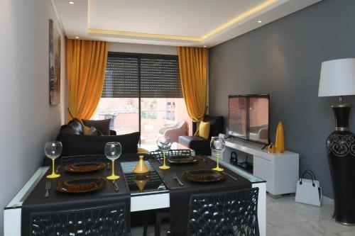 A kitchen or kitchenette at Appart Premium vue sur le Carré Eden, Wifi, Parking, 2Ch