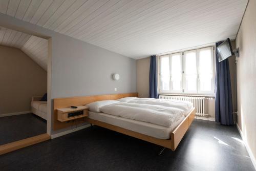 Ein Bett oder Betten in einem Zimmer der Unterkunft Gasthof Pizzeria Weingarten
