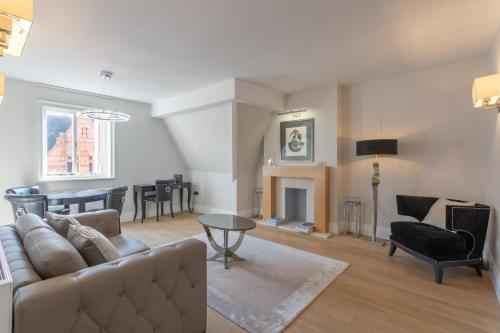 2 Bedroom Flat in Mayfair