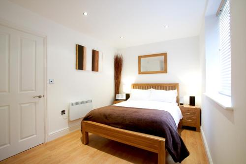 Fab 1B Town Centre apartment Old Library Newbury