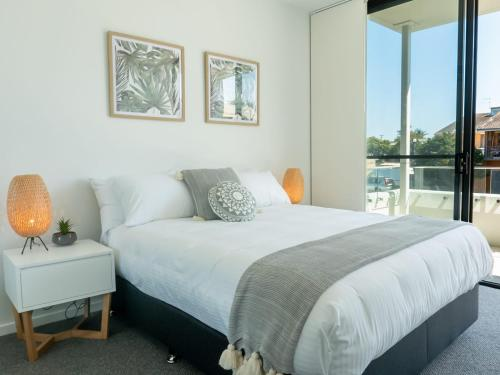 A bed or beds in a room at Rockpools 6