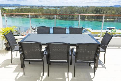 A restaurant or other place to eat at Waterline Penthouse 304