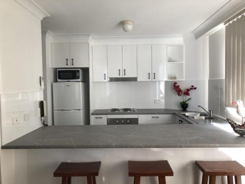 A kitchen or kitchenette at The Heritage 503 / 18 Manning Street
