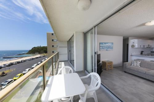 A balcony or terrace at Ebbtide, unit 17, 2-6 North Street