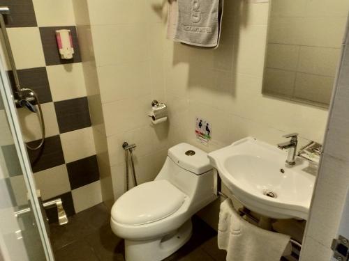 A bathroom at G Langkawi Motel