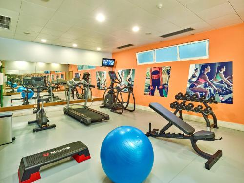 The fitness center and/or fitness facilities at Oceanus Aparthotel
