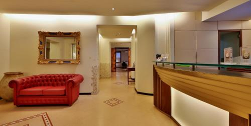 The lobby or reception area at Best Western Hotel Metropoli