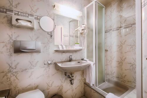 A bathroom at Villa Toscane