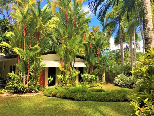 A garden outside Aquatica - Luxe Holiday Home