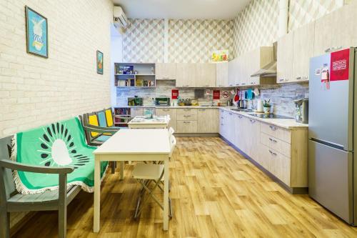 Küche/Küchenzeile in der Unterkunft Hostels Rus Samara