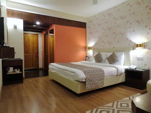 Honeymoon Inn Shimlaにあるベッド