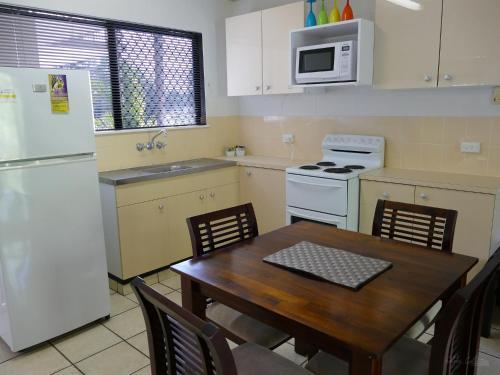 A kitchen or kitchenette at Golden Cane @ Castaways