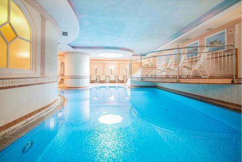 Der Swimmingpool an oder in der Nähe von Hotel Rose