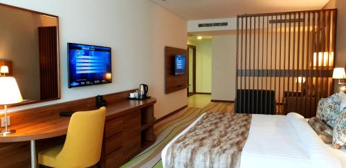 A television and/or entertainment centre at Jacob's Garden Hotel