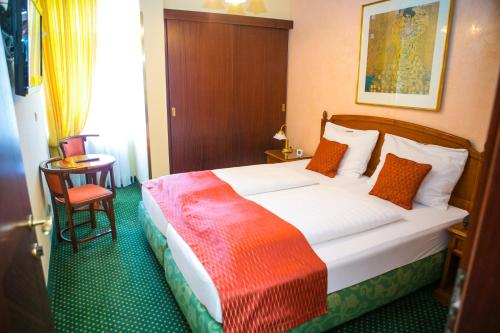 A bed or beds in a room at Hotel Park Villa