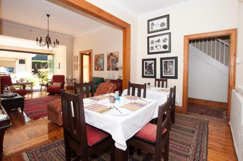 A restaurant or other place to eat at Zareba B&B Guesthouse