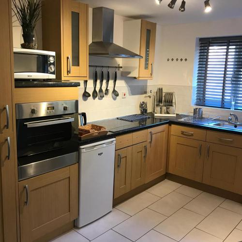 A kitchen or kitchenette at Glaisdale Apartment